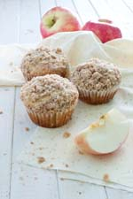 Apple muffins with cinnamon crumb