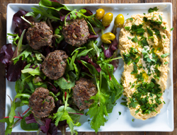 Lamb burgers with salad and humus