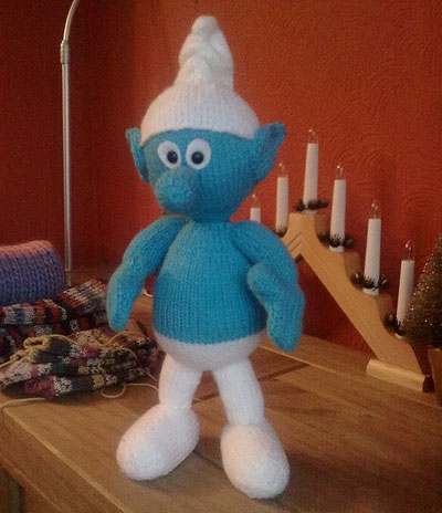 Knitted-smurf-toy