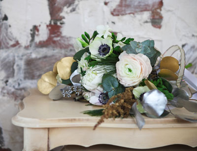 Eucalyptus is a great filler for vases and bouquets, especially when paired with white or pale flowers. Foliage can also be spray-painted silver or gold for effect.